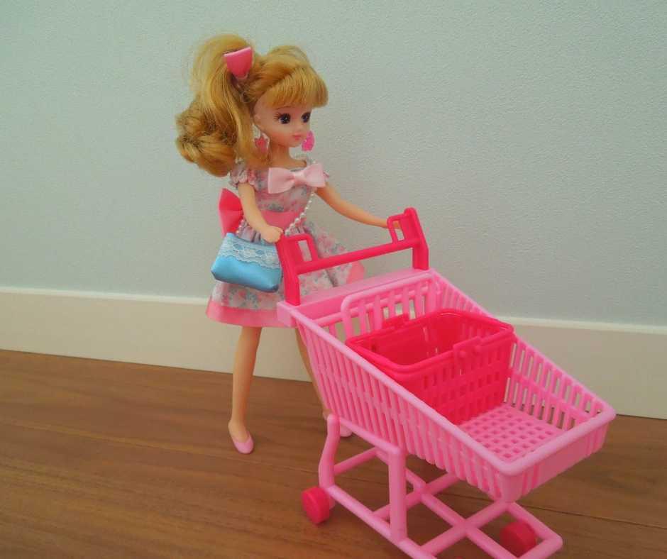 ショッピングカートとリカちゃん