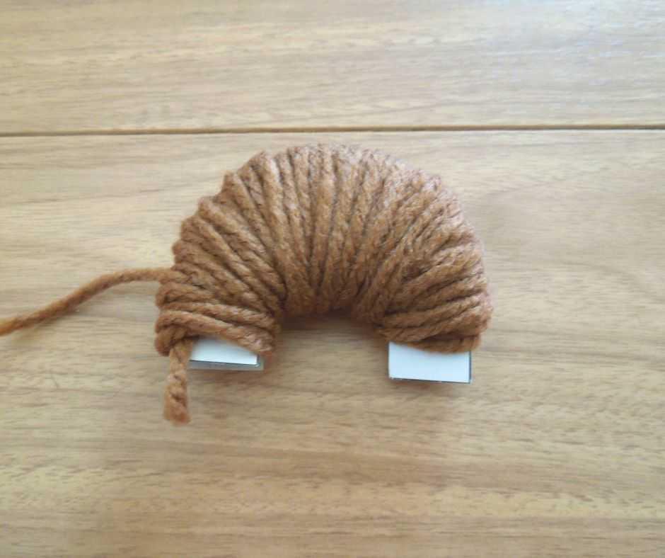 毛糸を巻く