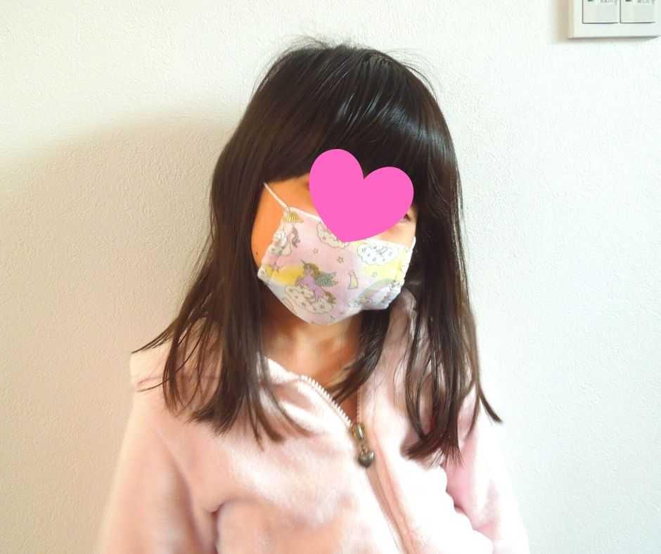 マスクを付けた子供