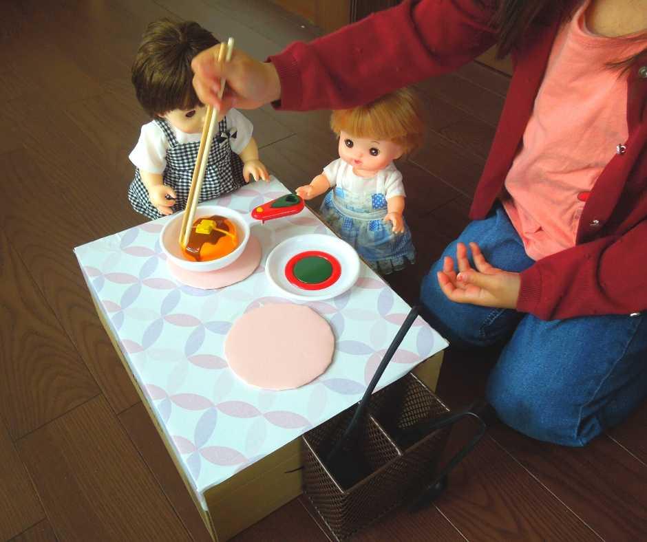 お人形と遊ぶ