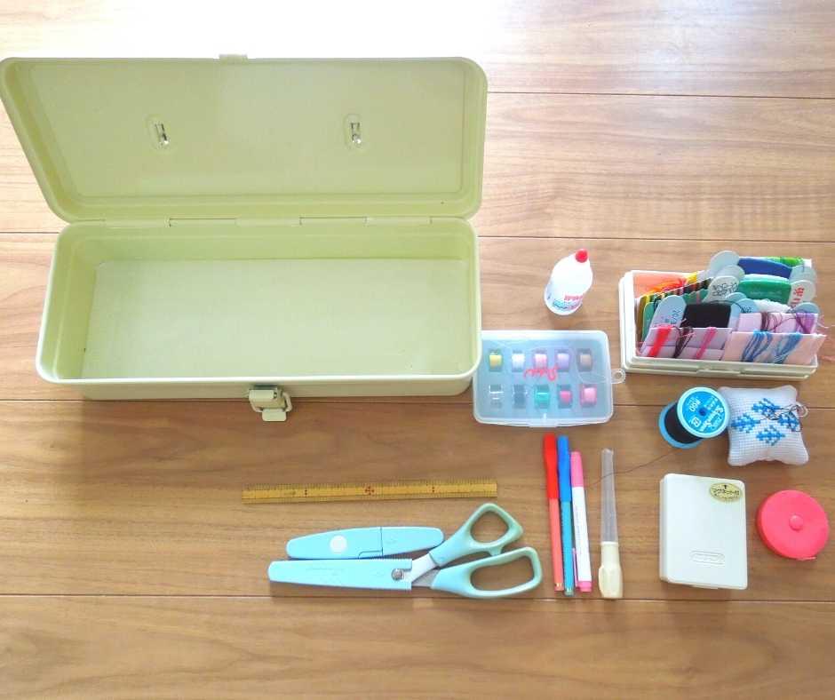 TOYOスチール製工具箱を裁縫箱に