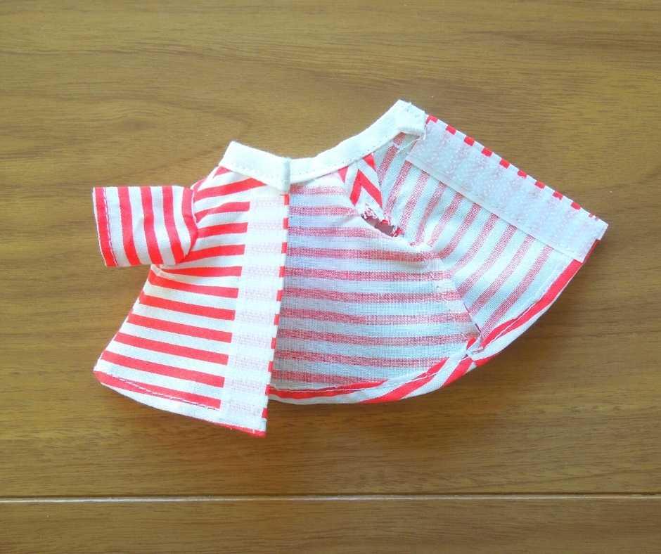 イーマリーサイズのTシャツワンピース マジックテープをつける