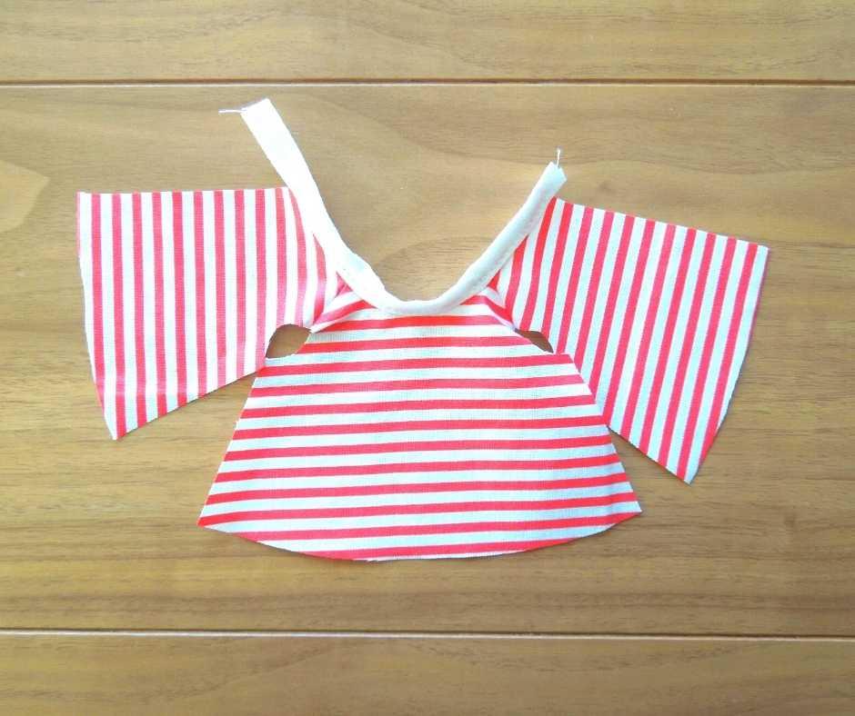 イーマリーサイズのTシャツワンピース 襟を縫い付ける