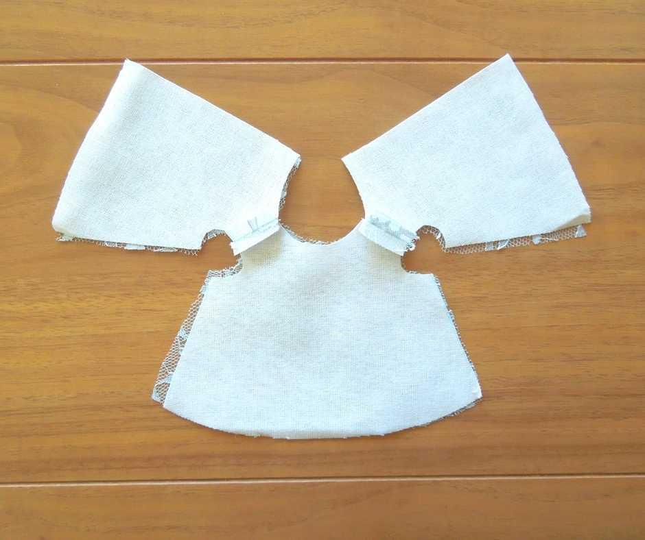 イーマリーサイズのノースリーブワンピース 肩を縫い合わせる