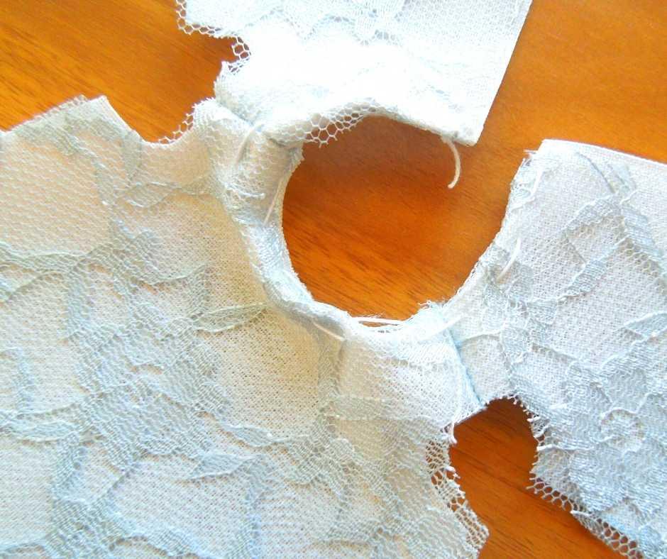イーマリーサイズのノースリーブワンピース 襟ぐりを縫う