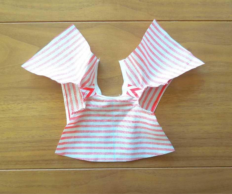 イーマリーサイズのTシャツワンピース 袖を縫い付ける