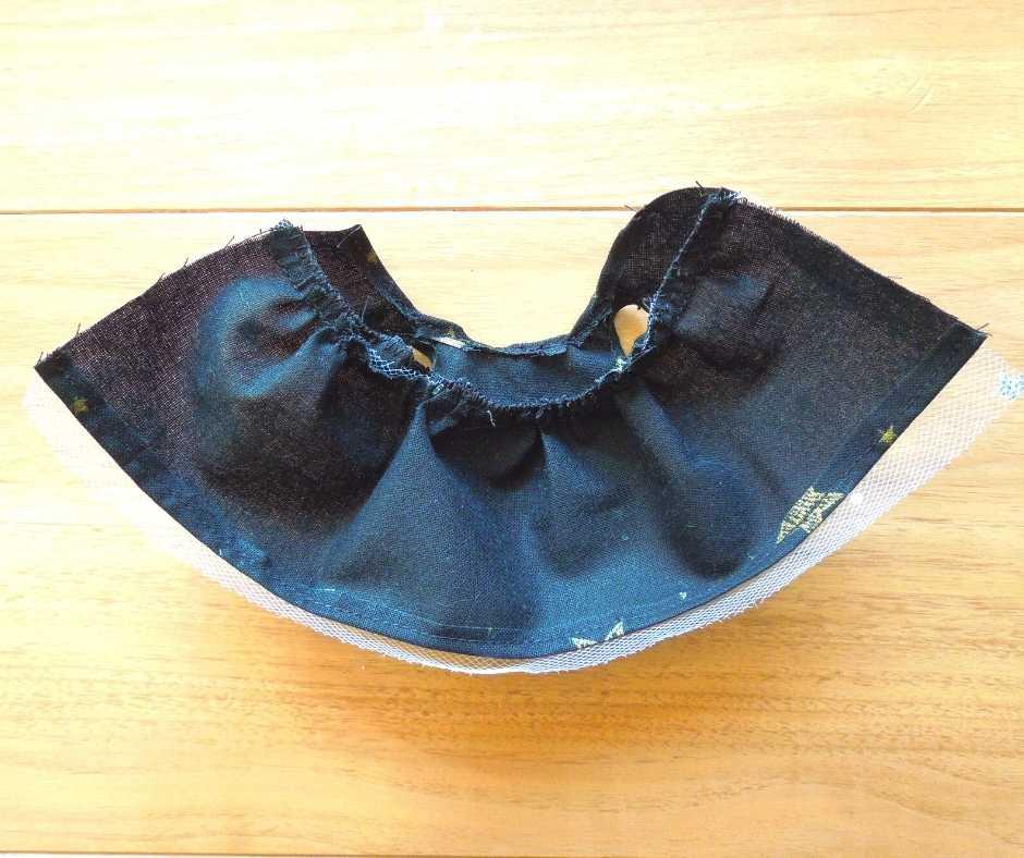 イーマリーサイズの胸下切り替えワンピース スカートの裾を縫う