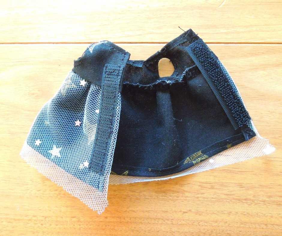 イーマリーサイズの胸下切り替えワンピース マジックテープを縫い付ける