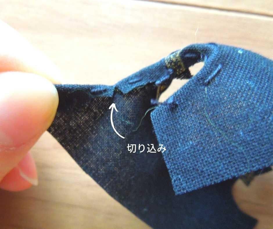 イーマリーサイズの胸下切り替えワンピース 袖ぐりを縫う