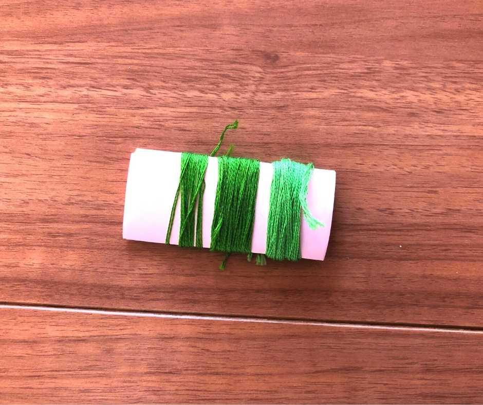紙に糸を巻く