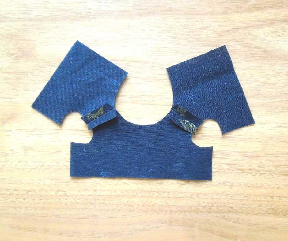 イーマリーサイズの胸下切り替えワンピース 肩を縫う