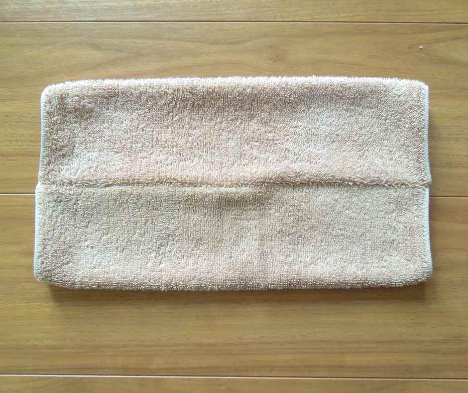 タオルを表に返す