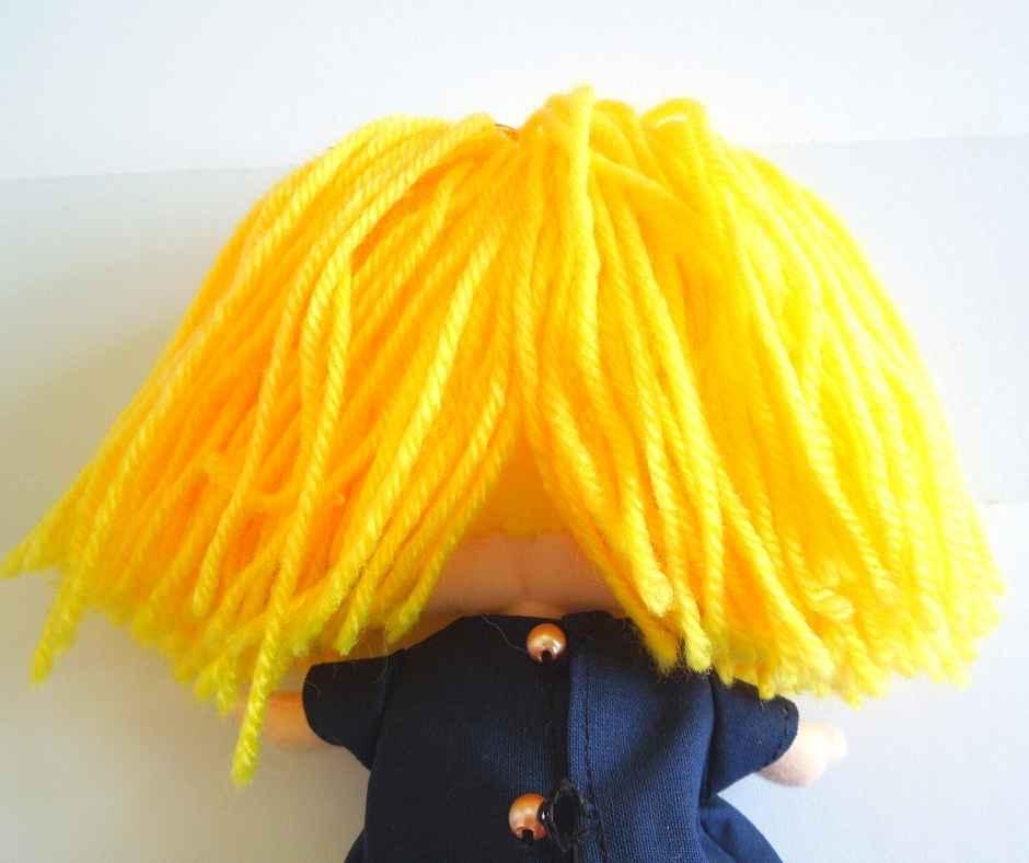 イーマリーのヘアアレンジ ツインテール 毛束を2つに分ける