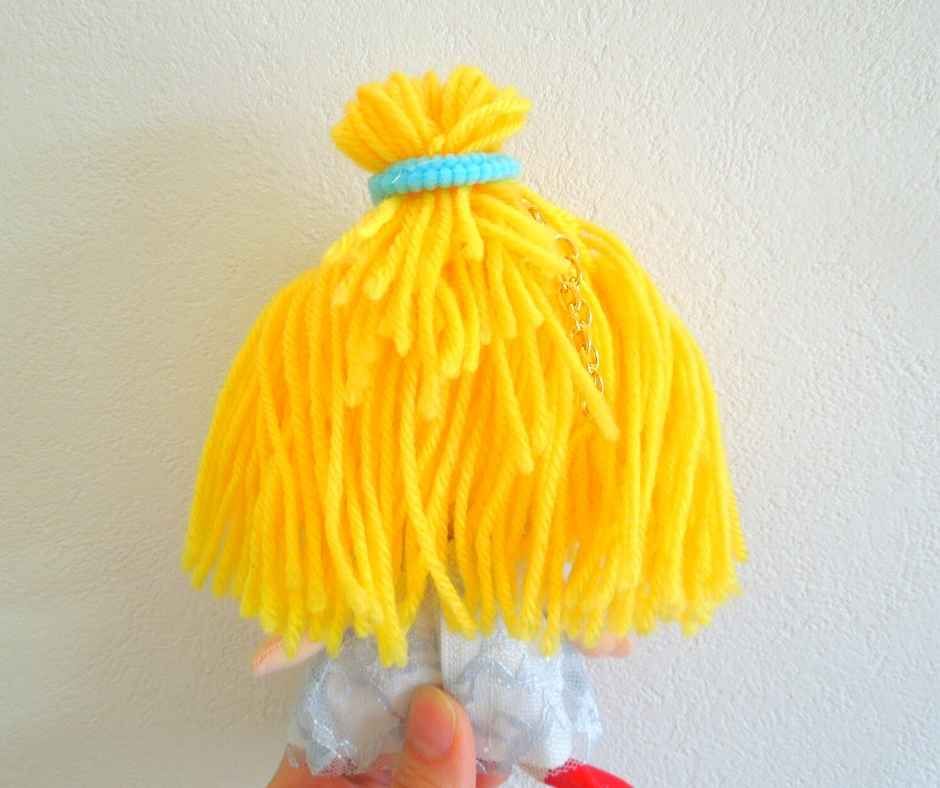 イーマリー ヘアアレンジ  お団子ヘア 飾りゴムをつける