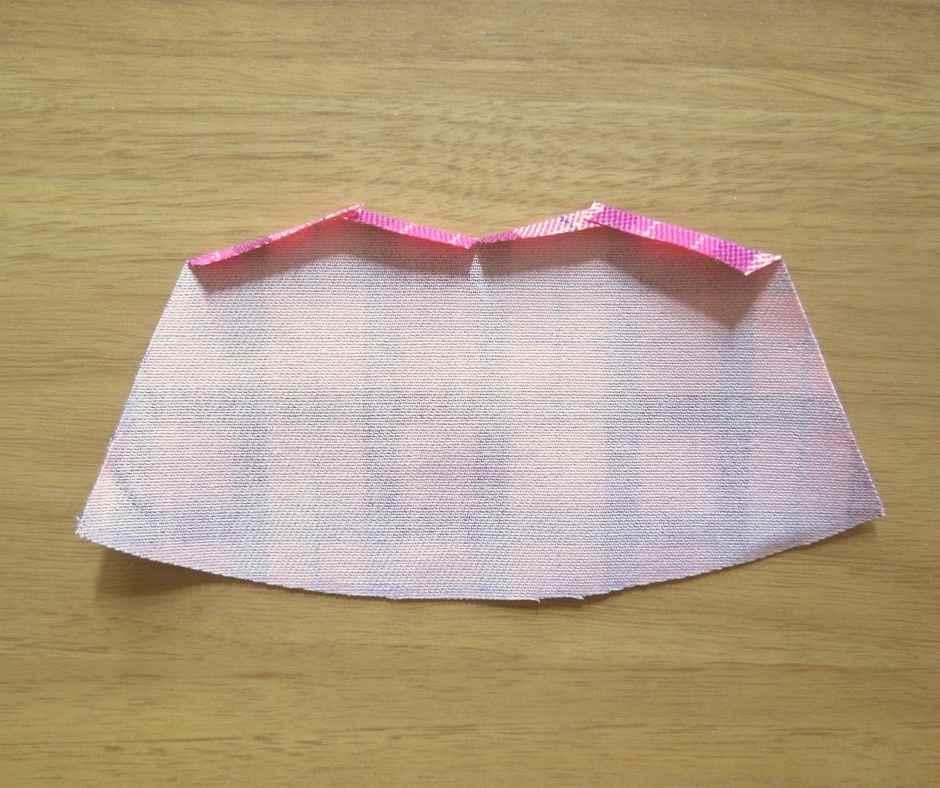 イーマリーサイズのキャミワンピース 上部の縫いしろを折る