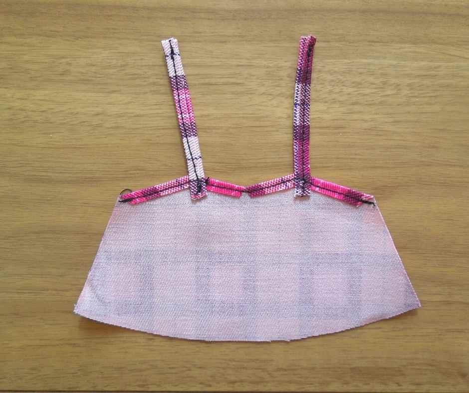 イーマリーサイズのキャミワンピース 肩ひもを縫い付ける