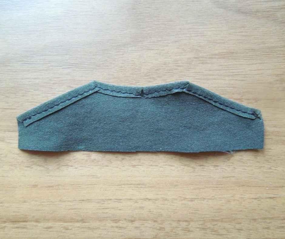 イーマリーサイズ 肩フリルワンピース 前身頃の縫いしろを押さえる