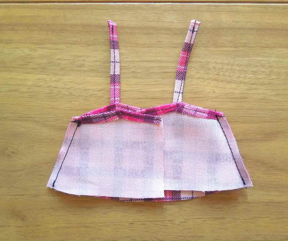 イーマリーサイズのキャミワンピース 前身頃と後ろ身頃を縫い合わせる