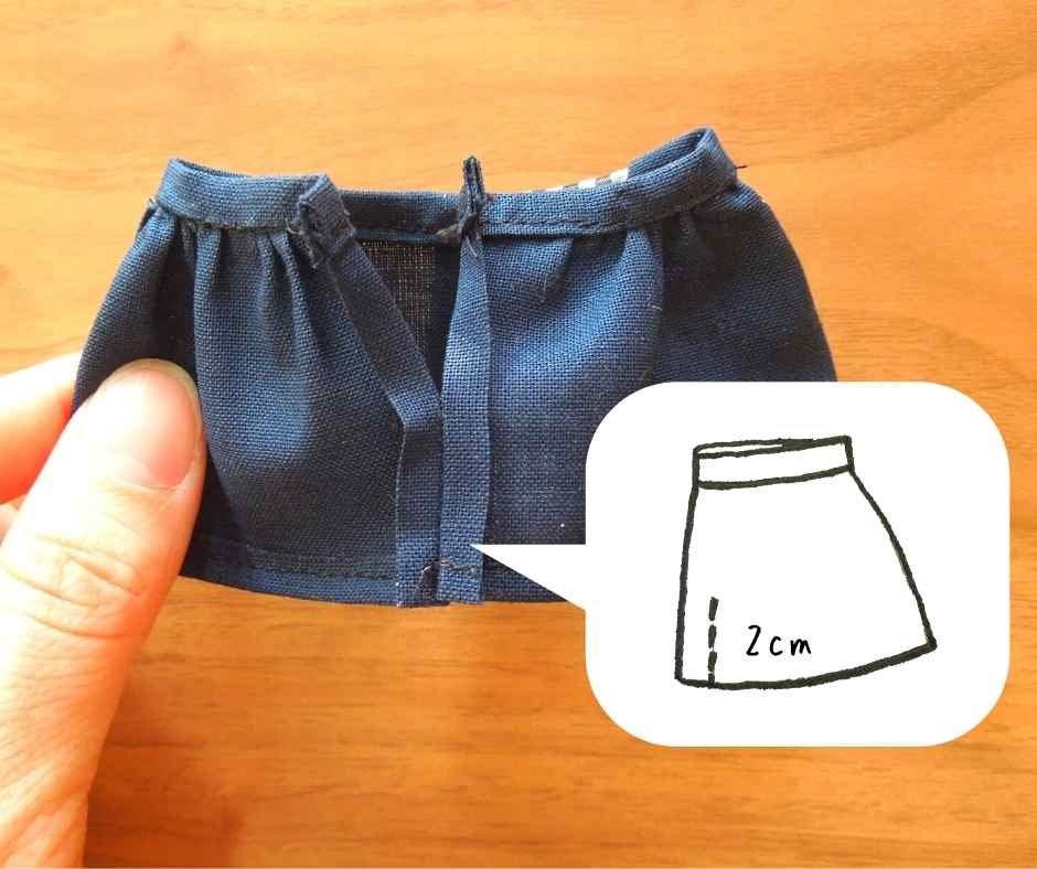 スカートの裾を縫い合わせる