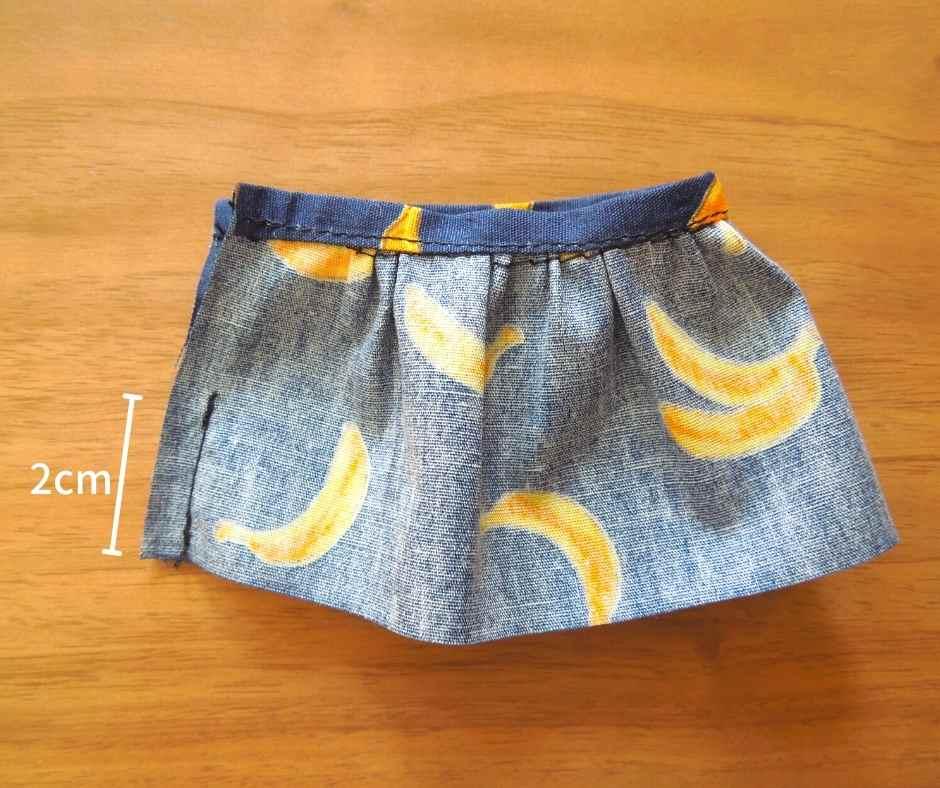 スカートを縫い合わせる
