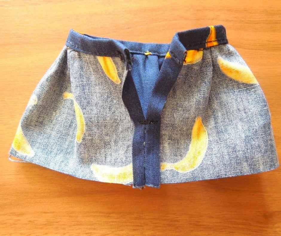 スカート後ろ側の縫いしろを折る